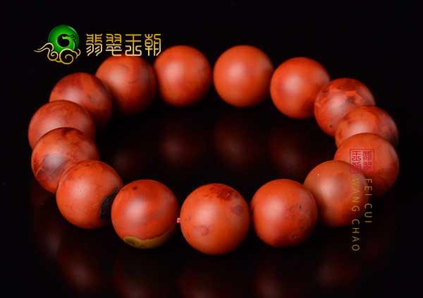 柿子红南红手串为什么看着比冰飘南红手串更重呢?