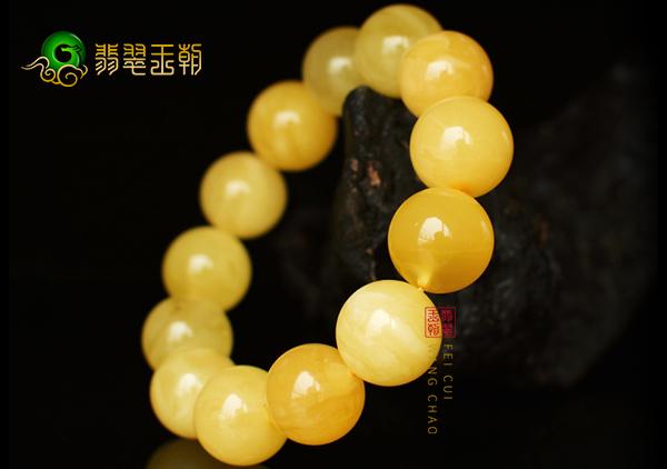 蜜蜡珠串男士佩戴4大好处作用,金黄色蜜蜡男士专属配饰