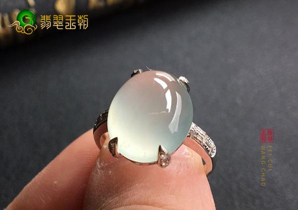 冰种晴水翡翠戒指颜色淡雅适合年轻女性佩戴