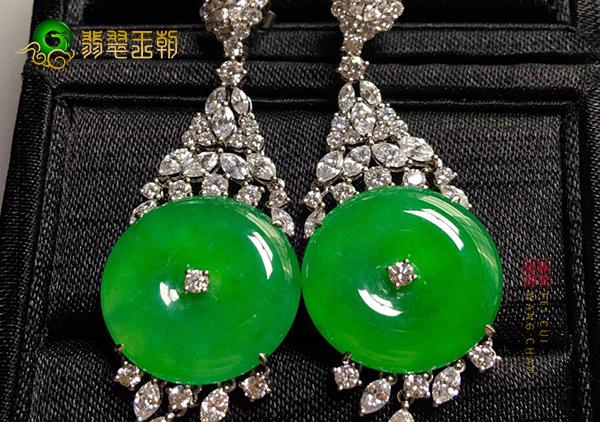 冰种阳绿翡翠镶嵌耳饰常见的款式有三种