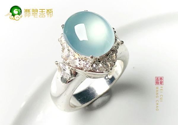 冰种蓝水翡翠戒指颜色是决定收藏价值的重要因素