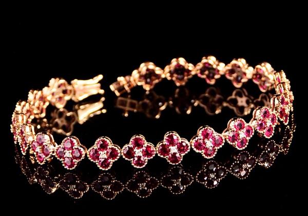 红宝石手链多少钱能够买到?红宝石手链要根据手型体型来搭配