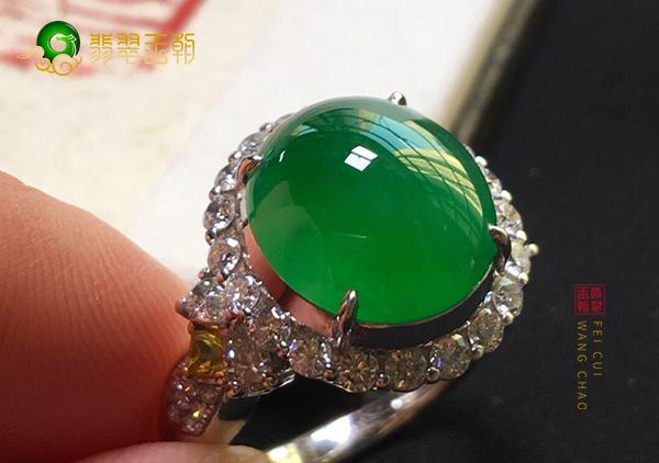 冰种阳绿翡翠镶嵌戒指的种水和颜色哪个更重要