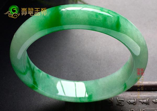 【翡翠鉴定】糯冰种阳绿翡翠手镯的A货是假货吗