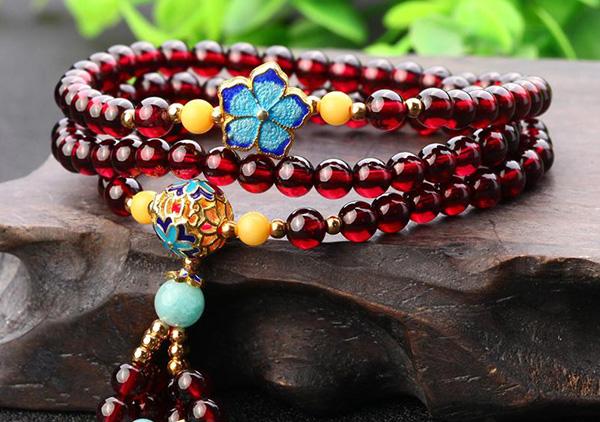 石榴石手链珠串选购要注意紫水晶染色玛瑙等仿制品