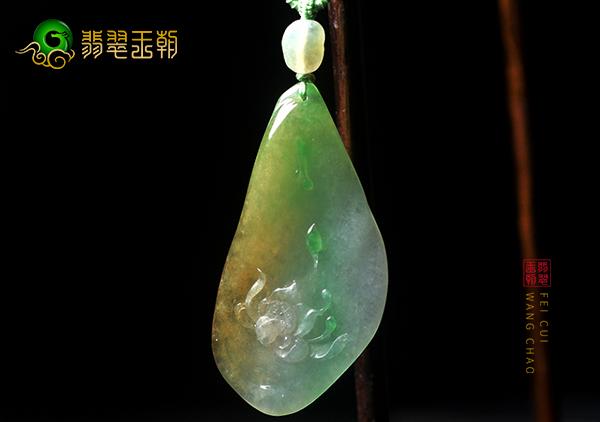 糯冰种黄加绿翡翠玉雕挂件三种浮雕工艺的特点