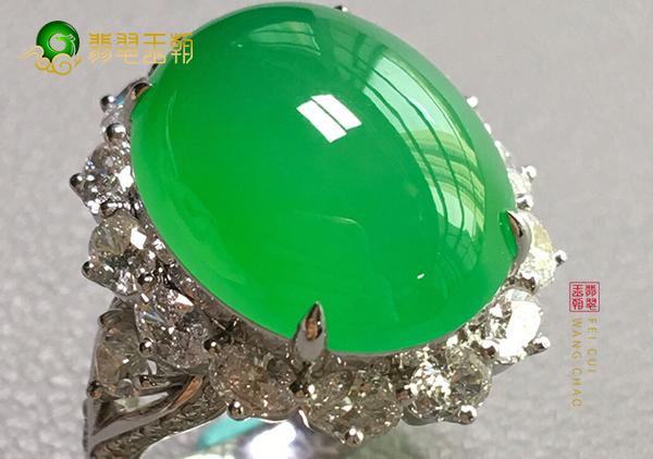 冰种阳绿翡翠镶嵌戒指正确的补水姿势是这样的