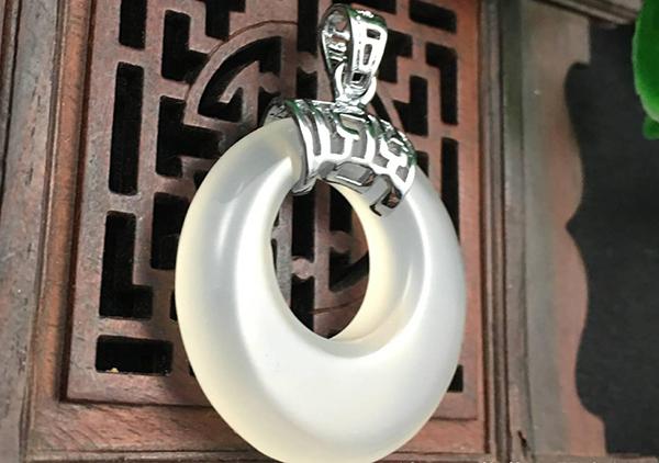 玛瑙玉环历史文化价值,玛瑙玉环选购要注意色泽造型工艺