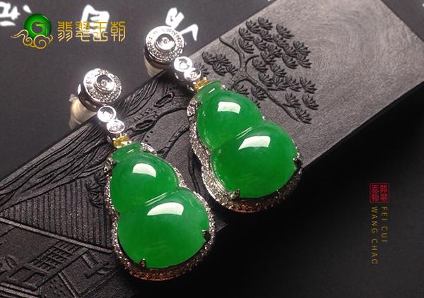 冰种浓绿翡翠镶嵌葫芦耳钉适合什么年龄的人戴