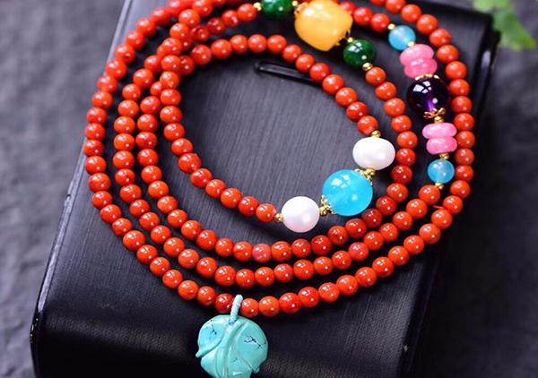 南红珠串手链绿松石蜜蜡老三样配珠的特色