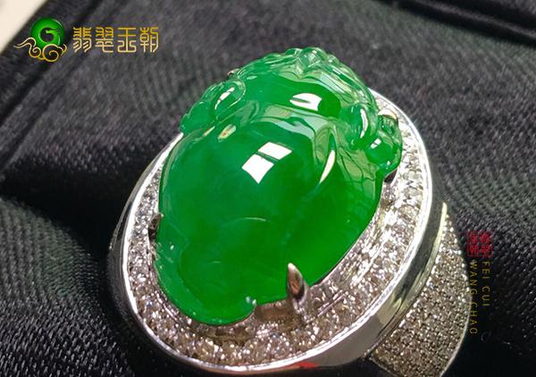 冰种阳绿翡翠貔貅戒指的价格主要从哪几方面看
