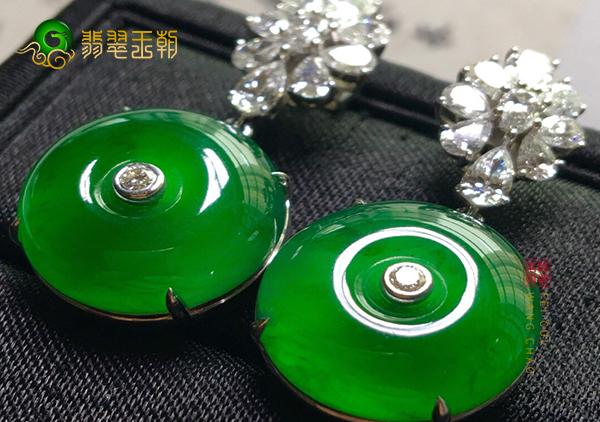 冰种浓绿翡翠平安扣镶嵌耳坠日常保养要注意几点