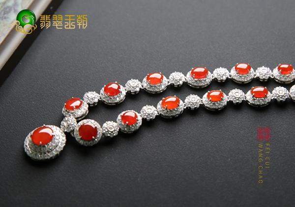 冰种红翡裸石蛋面镶嵌翡翠项链有收藏价值吗