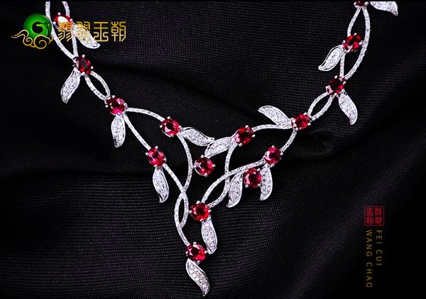 红宝石项链戒指搭配技巧可根据身材以及场合来搭配