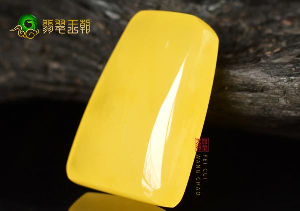 波罗的海鸡油黄蜜蜡吊坠鉴定真假的三种常见方法