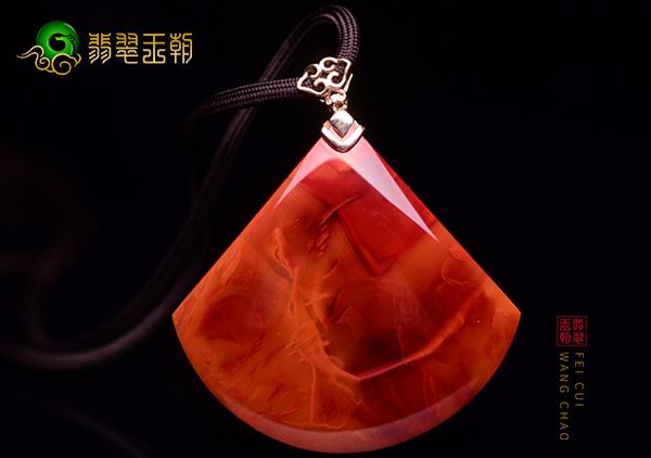 南红火焰红色彩纹路特点,火焰红南红珠串雕件选购要点