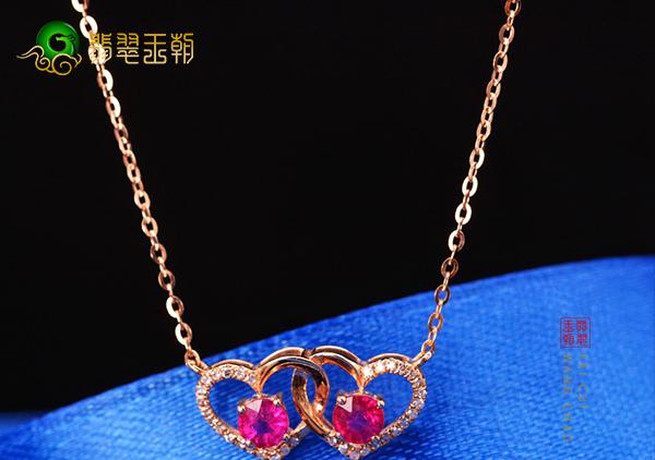 红宝石心形项链赠送女士代表着忠诚的爱承诺