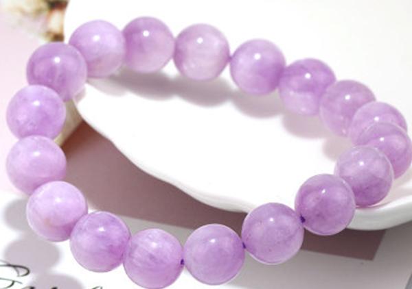 水晶石与紫锂辉晶石的区别,紫锂辉晶石手串佩戴功效