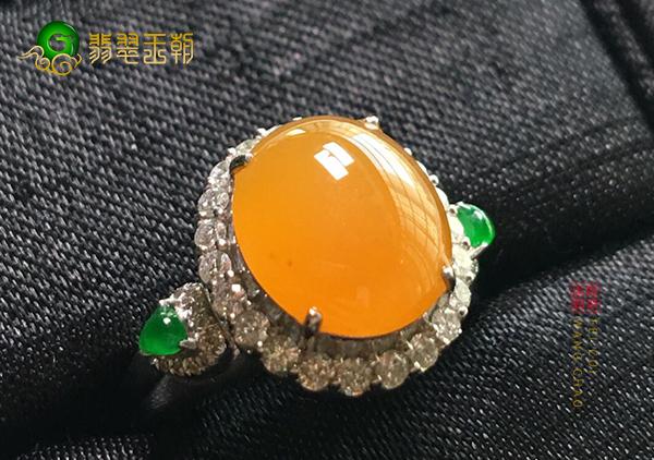 冰种黄翡翠镶嵌戒指应该怎么挑选适合自己的