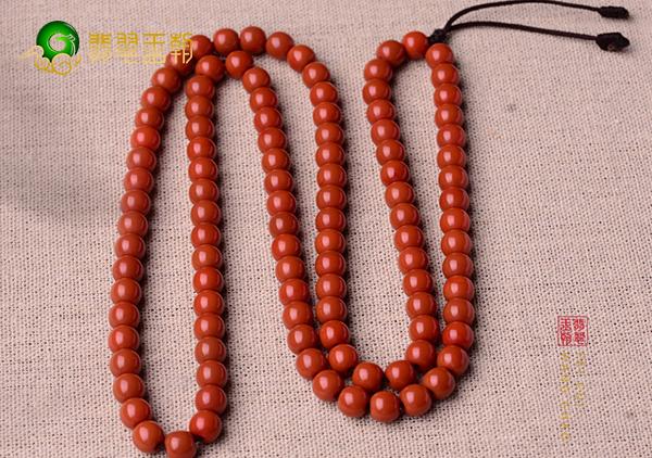 柿子红南红挂件珠串选购可从颜色透明度产地方面入手