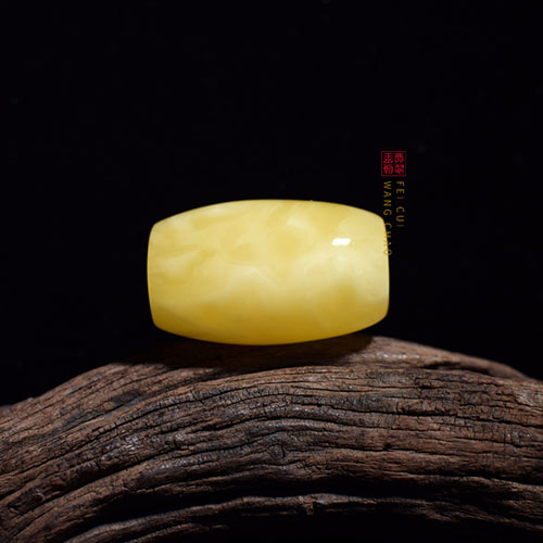 什么是鸡油黄蜜蜡天珠?佩戴他又什么功效寓意呢?