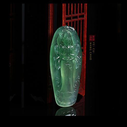 冰种晴水翡翠玉雕挂件不同款式搭配的时尚法则
