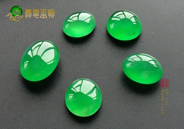 辣绿翡翠到底值多少钱?挑选辣绿翡翠的方法看这里