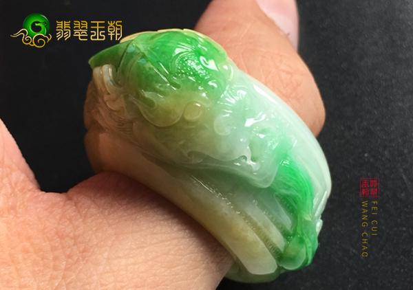 糯冰种黄加绿翡翠戒指收藏的升值是什么在推动