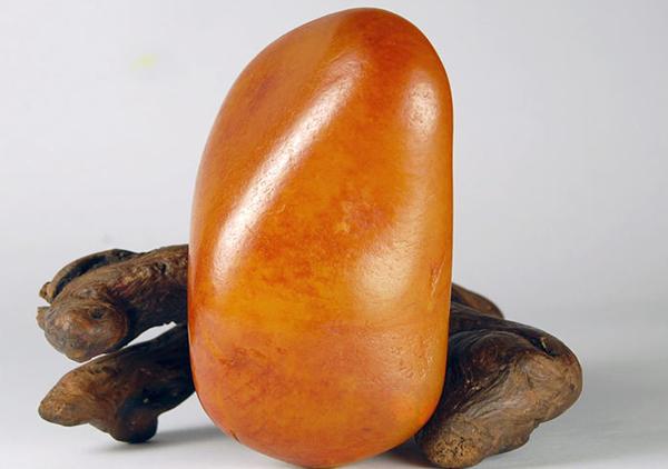和田黄玉籽料有收藏价值吗?和田黄玉器件保养要注意什么?
