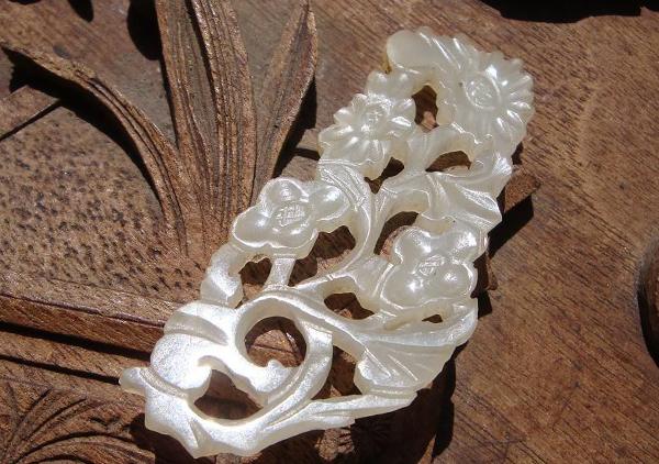 和田玉花件雕件有哪些种类,佩戴和田玉花件挂件寓意
