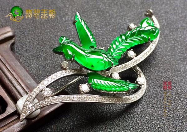 冰种阳绿翡翠镶嵌凤凰胸针应该如何正确选购