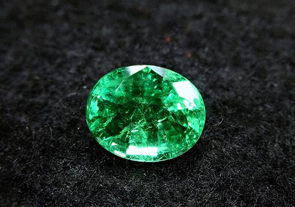 祖母绿与绿钻石的区别,在价值价格上不能混为一谈