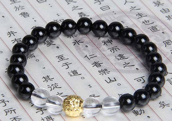 黑玛瑙手串手链佩戴有哪些好处作用,黑玛瑙能招财吗?