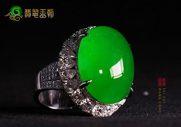 龙石种帝王绿翡翠的市场价格是多少钱呢?