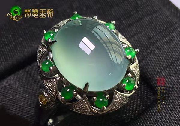 冰种晴水翡翠戒指收藏时为什么不去品牌店购买