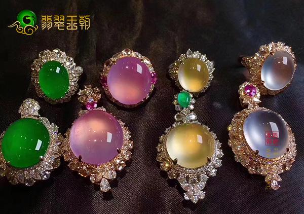 翡翠镶嵌吊坠对东方女性的意义是时尚的典藏