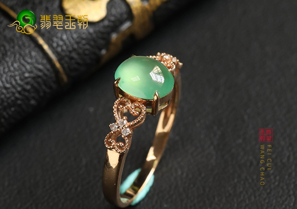 冰种晴水翡翠镶嵌戒指购买收藏切记不可盲目