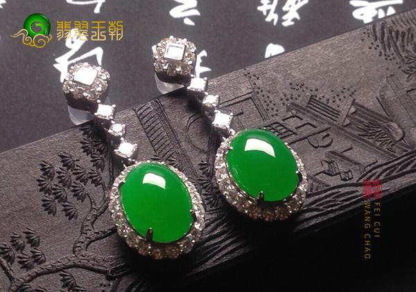 冰种阳绿翡翠镶嵌耳环都有那些表现形式