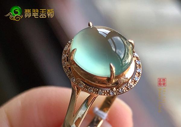 冰种晴水翡翠戒指收藏时要注意辨别翡翠真伪