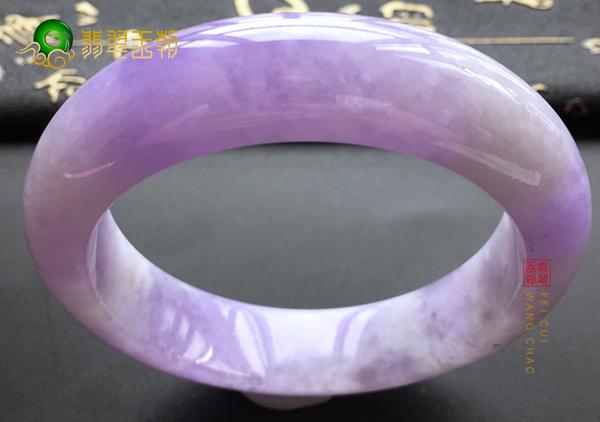糯冰种紫罗兰翡翠玉手镯应该怎样鉴别好坏