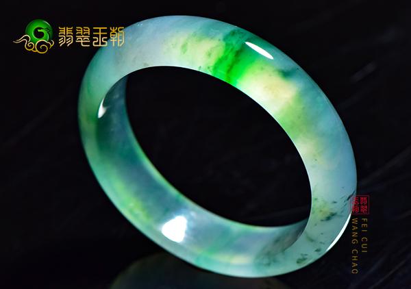 玻璃种翡翠手镯不止无色透明的_玻璃种翡翠特征
