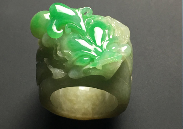 细糯种黄加绿翡翠戒指收藏必须知道的几点技巧