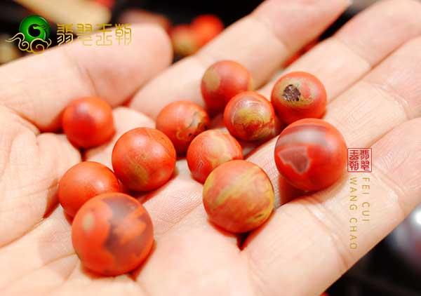 川料与保山料柿子红南红珠子的区别