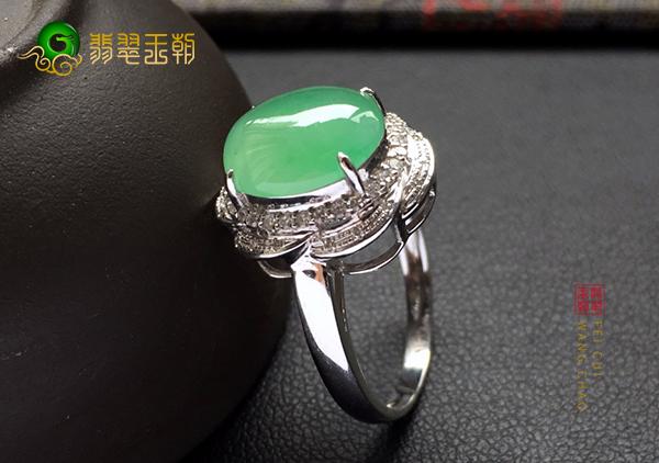 冰种绿晴水翡翠镶嵌戒指的特点和由来