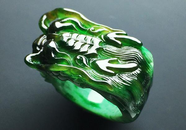 细糯种黄加绿翡翠戒指投资收藏的正确打开方式