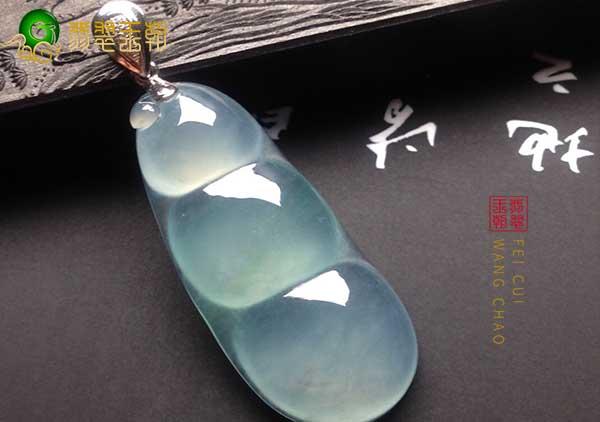 冰种晴水翡翠财豆挂件赠送有哪些寓意,翡翠财豆价格如何?