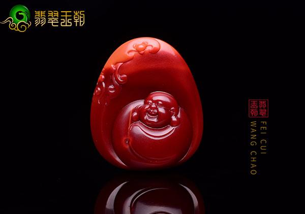 南红玉佛挂件上的雕刻佛像微睁着眼有什么讲究?