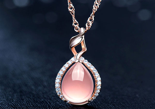 彩色宝石有哪些?夏季如何搭配彩色宝石类的项链?