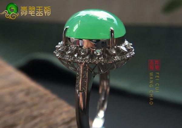 糯冰种翡翠戒指戴在不同手指上的款式以及性格配对