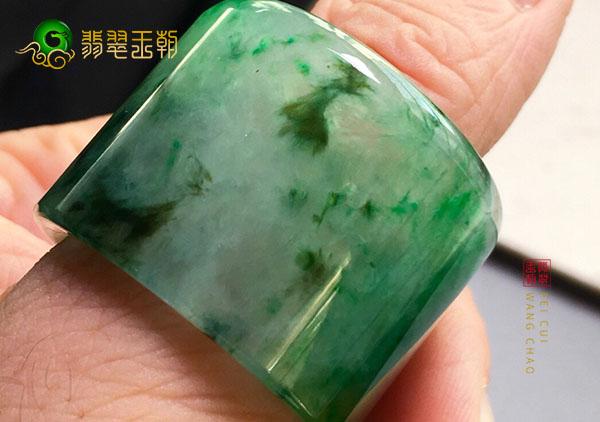 糯种黄加绿翡翠玉扳指收藏到底是重工还是重料